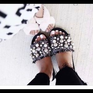 NWT ZARA SLIDES WITH FAUX PEARLS SIZE: 35